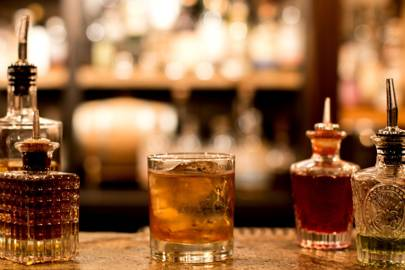 【海外ならバーで出会え!!】バーで出会った女性と凄まじいことになった話