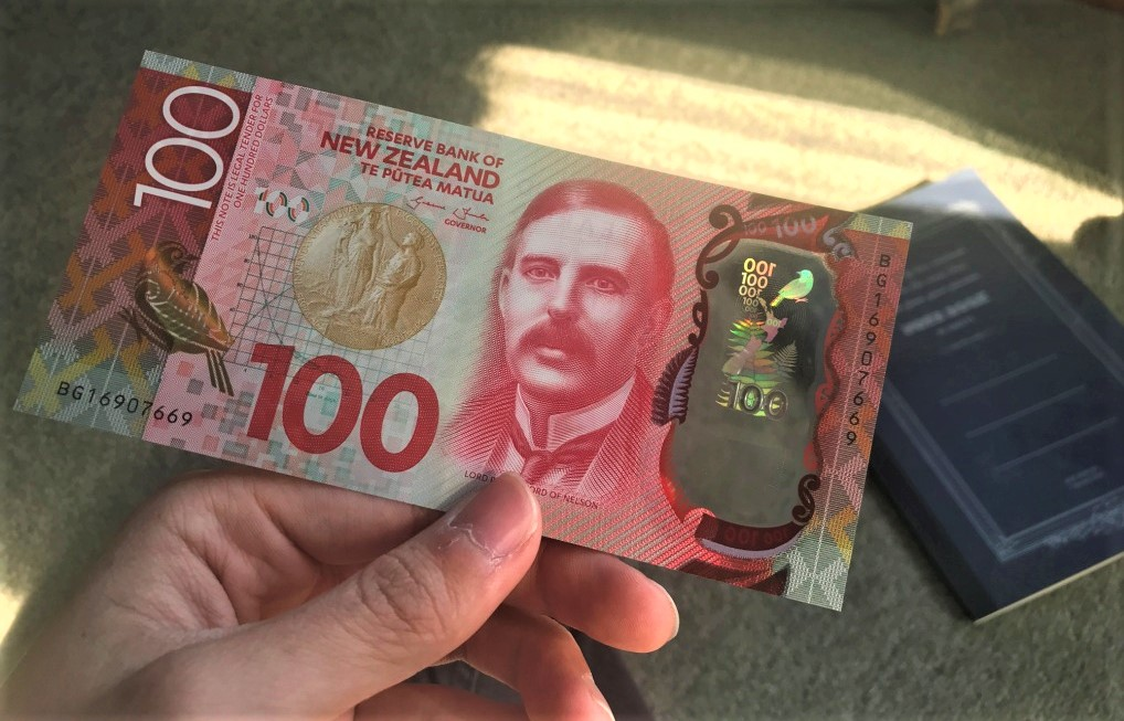 【激レア!】ニュージーランド100ドル紙幣に描かれてる人物、鳥についてまとめてみた